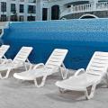 18 Lettini da piscina plastica professionali prendisole RESORT offerta stock - promo