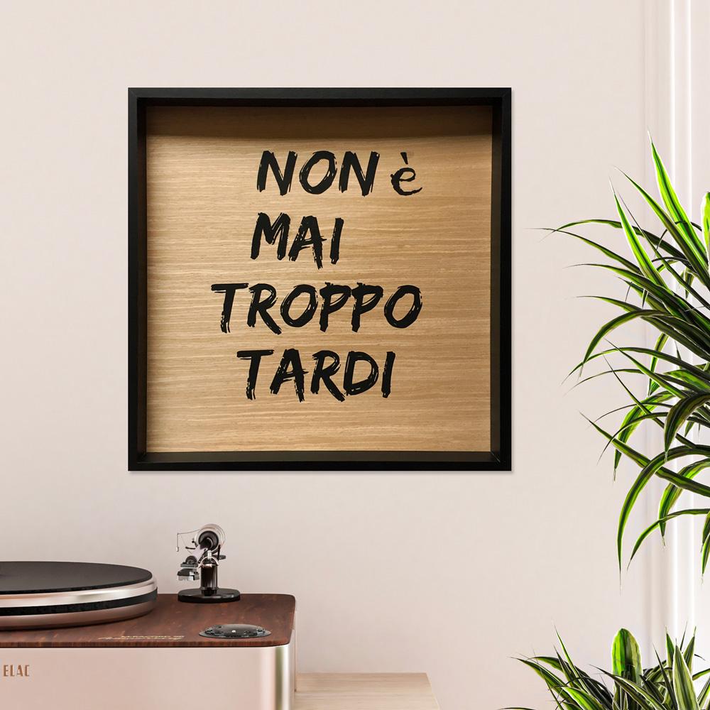 Quadro soggiorno frasi aforismi pannello stampato cornice 40x40cm Tardi