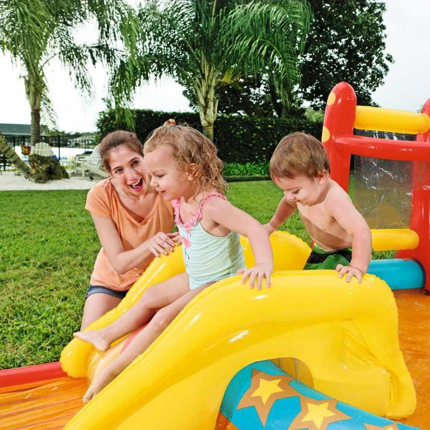 piscine gonflable pour enfants avec jeux cibles toboggan. Black Bedroom Furniture Sets. Home Design Ideas